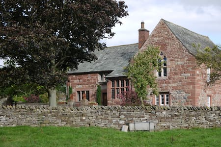 Cumbrian Hall nr Lakes and Pennines - Bed & Breakfast