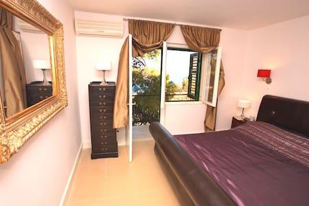 Spacious Villa just 50m from beach - Jelsa