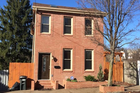 Newly renovated home/spacious rooms - Pittsburgh - Hus