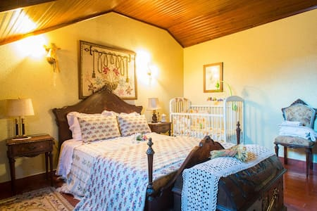 Two rooms, lots of fun at the pool - Bed & Breakfast