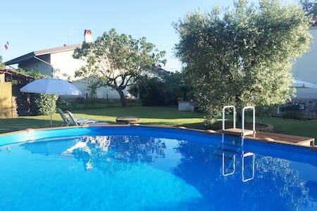 casa di campagna con piscina  - free wi-fi - Haus