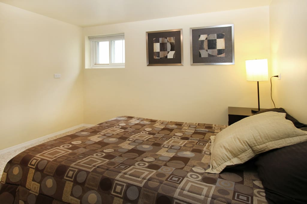 Main bedroom with double bed and large closet to hang clothes