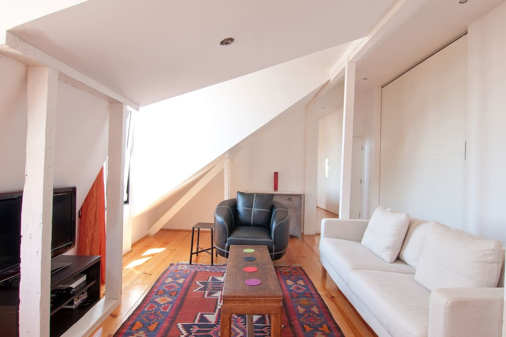 the livingroom with the sliding doors towards the master bedroom closed
