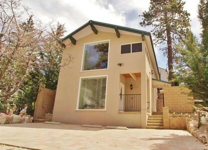 Little Bear Lodge in Arrowbear - Cozy Cabin! - Apartment