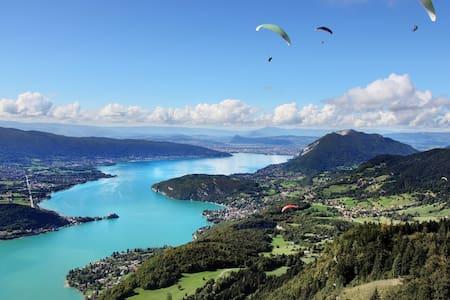 Annecy, entre Lac et Montagnes 350m2, 16 couchages - Alex - Hus