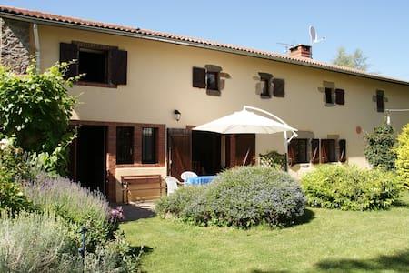 Gite Les Hirondelles Chabanol - Haus