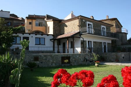 "B&B Le Case della Corte ""Camera 1"" - Bed & Breakfast"