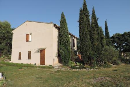 Villa aux cigales chantantes - House