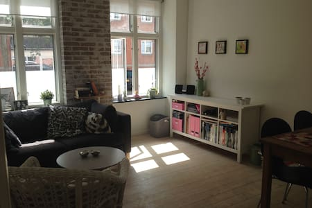 Cute 2-room apartment (bedroom and livingroom) with modern kitchen and bathroom. Less than 10min walk from the metro and Frederiksberg shopping mall and only 2.5km from central Cph (Rådhuspladsen, Strøget).