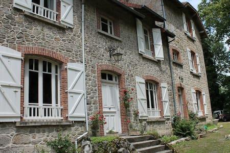 Bon chez nous kamer:Belle Nouvelle - St.Amand Jartoudeix ( Bourganeuf)