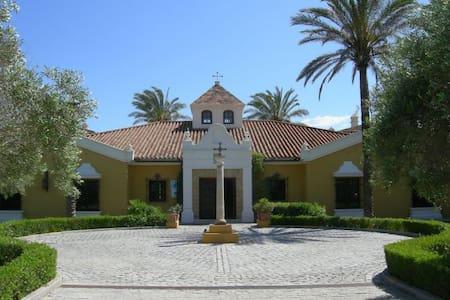 Hotel Monasterio de San Martin - Bed & Breakfast