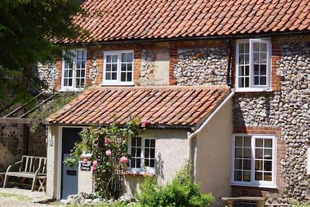 Charming Flint Cottage in Norfolk - House