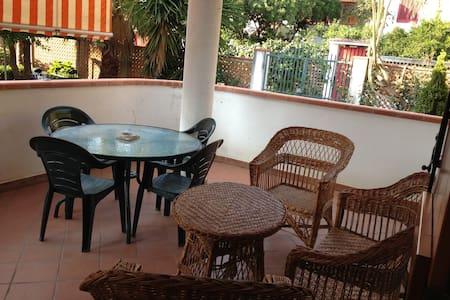 AFFITTASI VILLA DIST 300mt DAL MARE - Palmi - House