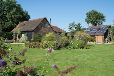 Bright but cosy Barn Conversion. - Faygate