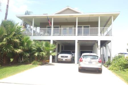 Beach Adventure. - Galveston - House