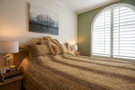Resort stay in Camarillo: clean & new - Condominium