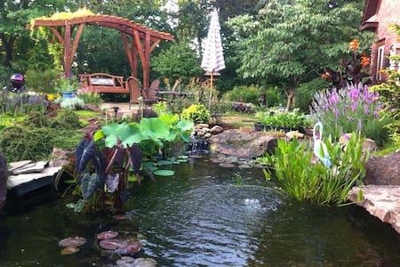 RestNRelax - Garden Views w central location - Springdale