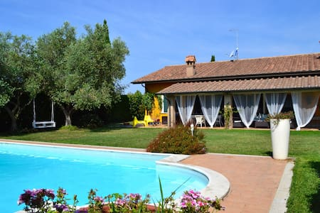 Rome countryside villa with pool
