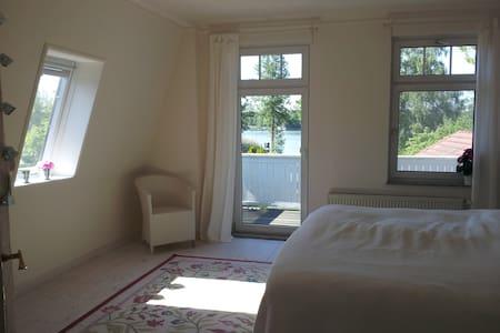 Kleine Villa am See vor Berlin - Huis