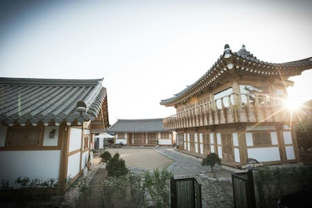 -A traditional style Korean guest house -Newly built in 2015 -Free Wi-Fi -Free street parking -Beautiful sight -Walking distance (3-5 min) from historic sites -Room is perfect size for 2... but 1 more guest is allowed