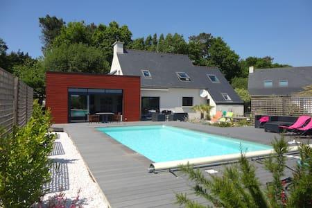 Maison piscine chauffée proche mer - Casa
