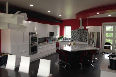 Modern Celebrity Luxury - House