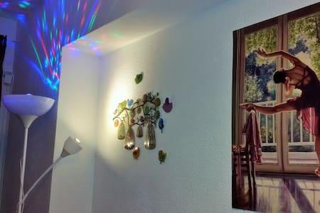 5' to Mar de Cristal Station. Room2 - Leilighet