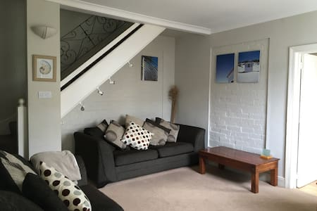 Cosy mews cottage with courtyard - Torquay