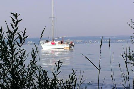 Segelboot im Hafen Reichenau - Kapal