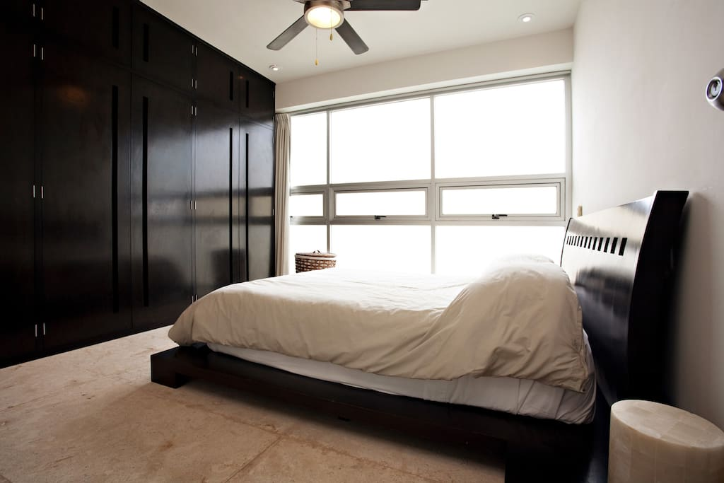 Master Bedroom  (Queen size)