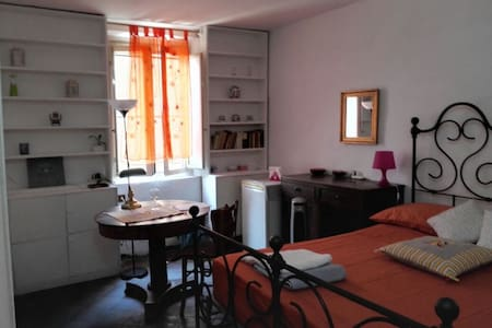 Bed & Wine 2 in heart of Trastevere - Roma - Apartment
