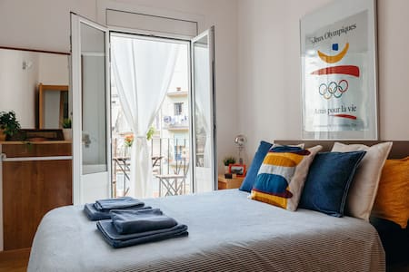 Ideally located in Barcelona's city center, the double room boasts natural lighting and a comfortable closet. Only 5 minutes by foot from Plaça Universitat and Gotic neighborhood.