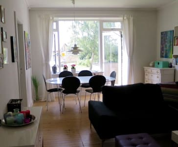 Cosy and modern - sunny balcony - quiet and green neighborhood.  Ideal for a weekend for 2 people.  walking distance (5 minuttes) from the beach, a great shopping street and restaurants.   The bus for downtown Copenhagen is at the end of the street of my apartment. Train station is 15 min away.