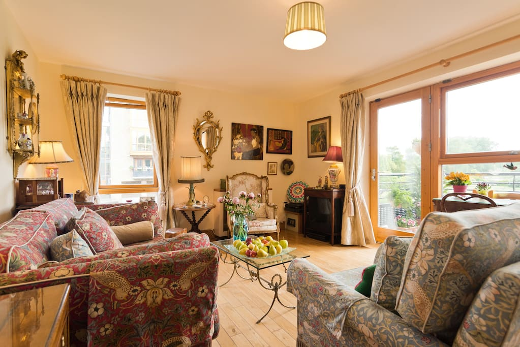 Luxury & peace at River Liffey Weir