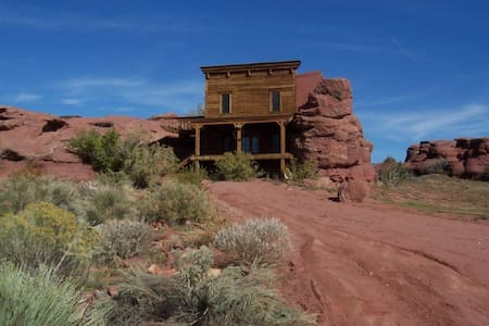 Moab 3 BR Rockhouse Cabin, Moab - 摩押