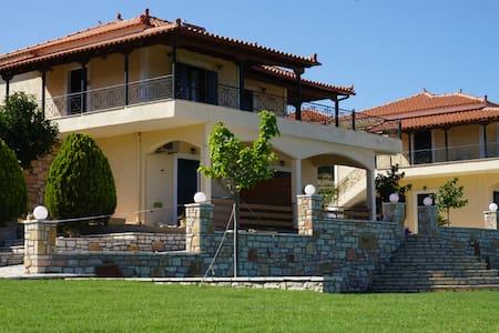 Elaia Houses: Apartment with sea view - Βασιλίτσι - House