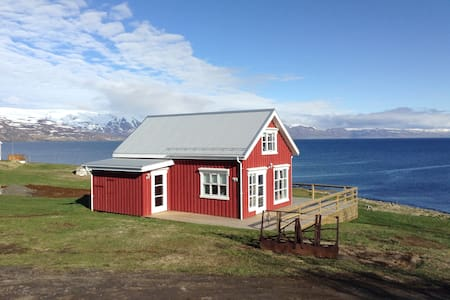 Great views, peaceful and comfortable holiday home - Hrisey - Huis