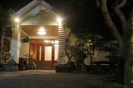 清境好家寨浪漫雙人房空間大!溫馨裝飾小木屋設計。 - Penzion (B&B)