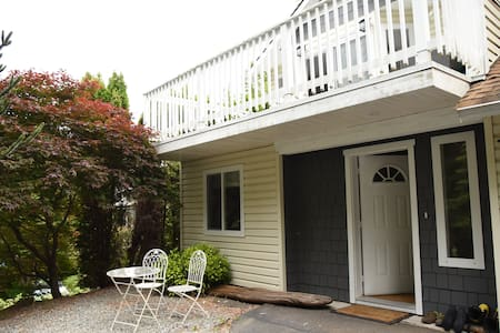 Suite in lovely house, close to trails - Squamish - Appartement
