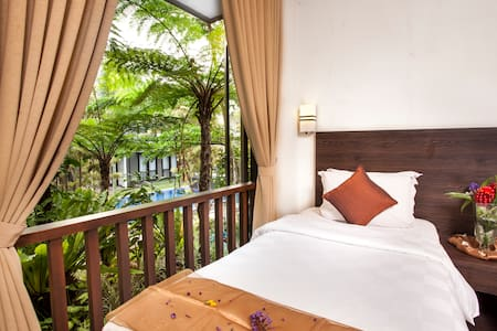 Residential Villa 3 Bedrooms for 6 paxs - RoomOnly - Sukasari - Villa