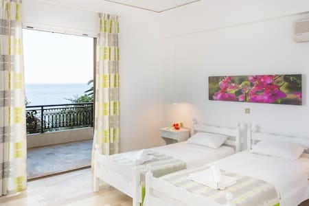 Apartment / Sea view in Monemvasia - House