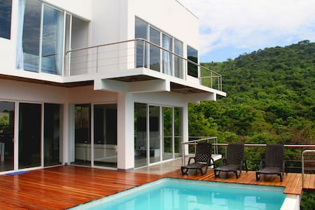 El Salvador's Beach House - Huis