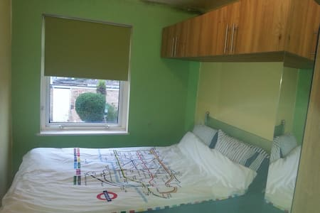 Room in Harlow, near Stansted Airport - Harlow - Casa
