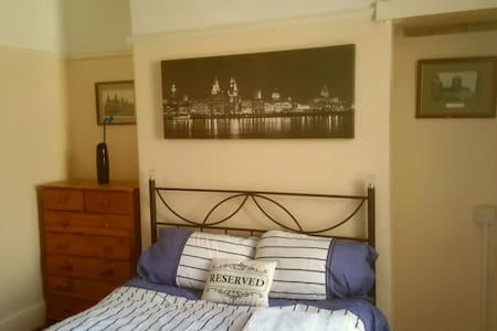 Good location! more beds available! - Birkenhead - Casa