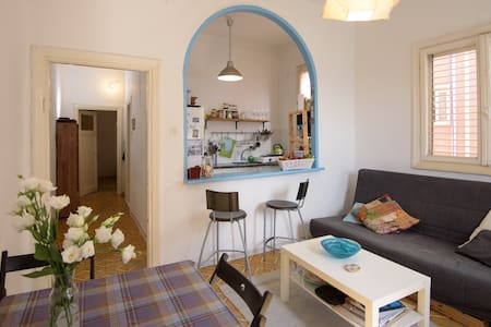 Beautiful apartment in the heart of Mahane Yehuda - Lägenhet