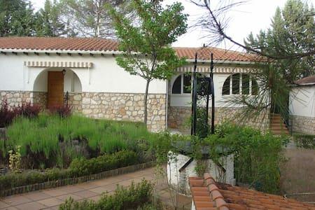 Villa para 6-10 personas en Renera - Hontoba - Villa