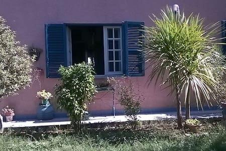 casa di campagna con giardino - Haus