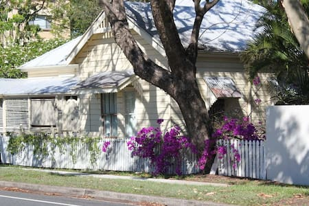 Heritage home in Indooroopilly - Indooroopilly - House