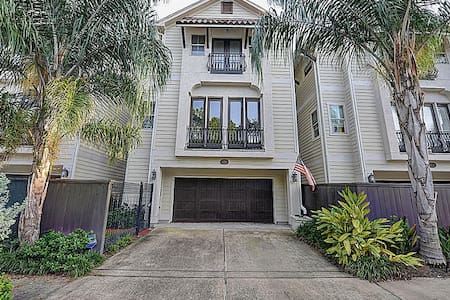 Beautiful home CLOSE TO EVERYTHING! - Houston - Casa
