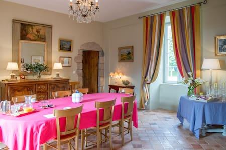 Chambre double au Logis du Bourg - Le Tablier - Bed & Breakfast